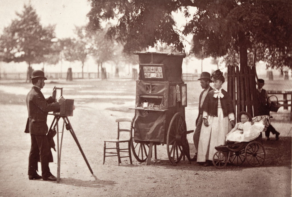 John Thomson, Photography on the Common, 1870s