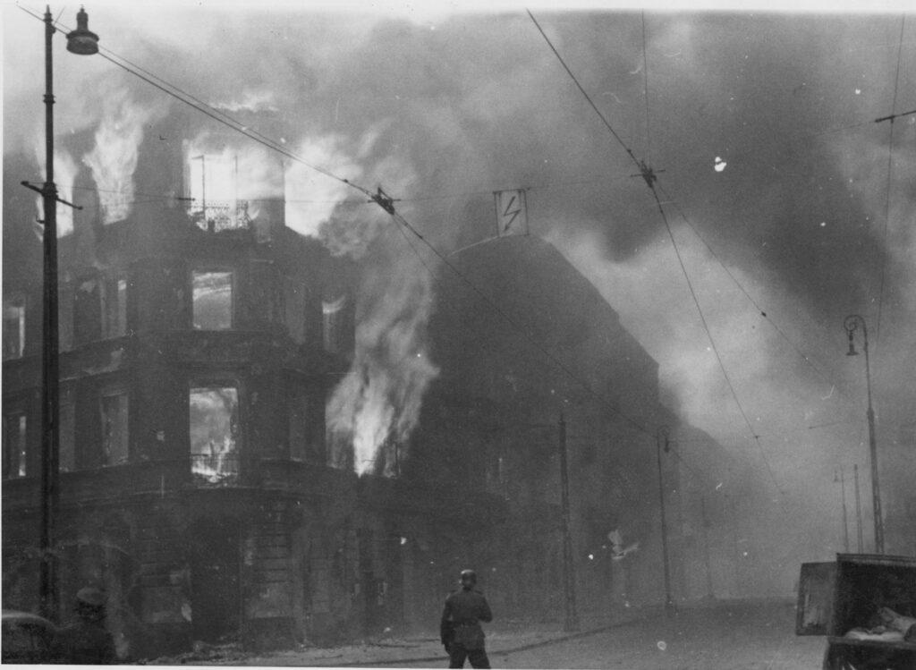 Distruzione del ghetto di Varsavia, via Zamenhofa verso nord